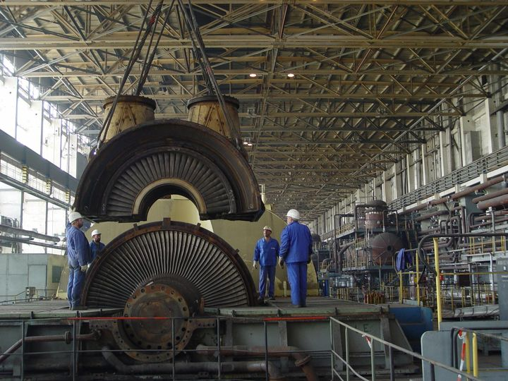 Dismantling of the turbine in the machine hall