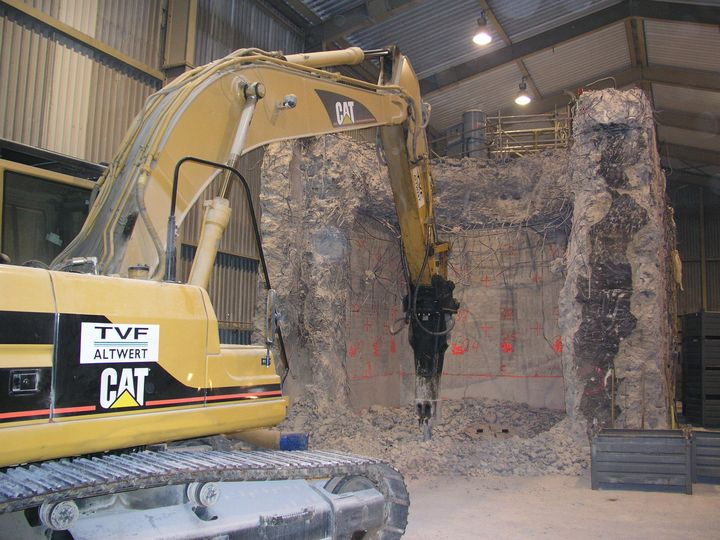 Demolition of a chamber in the solid radioactive waste storage facility