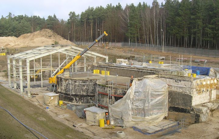 Demolition work and construction of the enclosure of the ALfR liquid